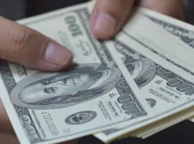 Rusia eliminará uso del dólar en su Fondo Nacional de Inversión