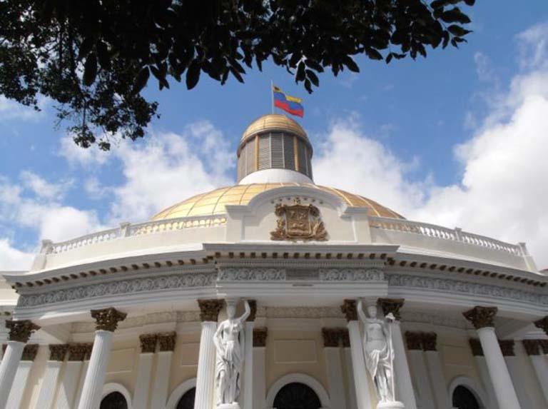 Chavismo afina agenda parlamentaria para el 5E