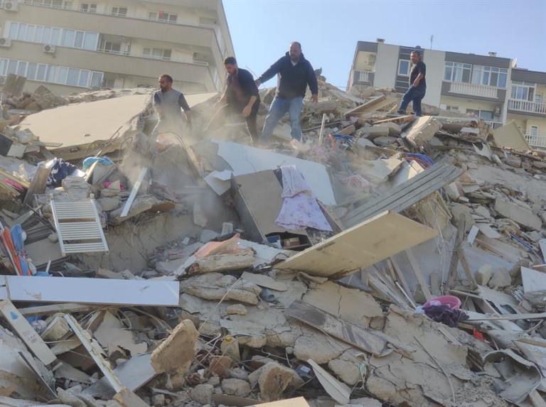 Temblor, réplicas y tsunami: un capítulo de terror para Turquía y Grecia