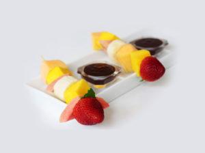 Brochetas de fruta con dip de chocolate